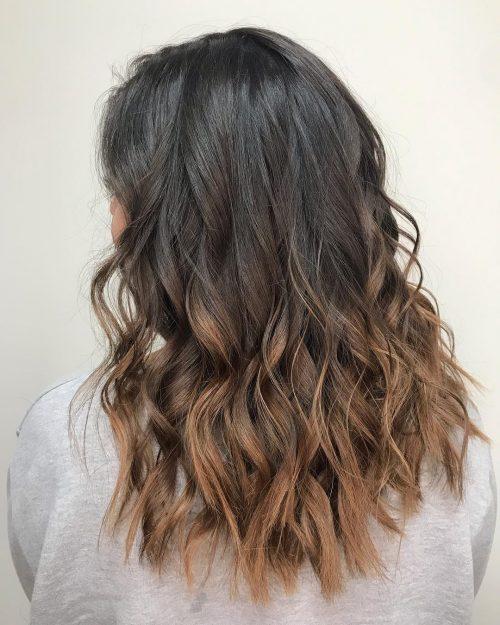 Ombrage caramel sur cheveux bruns foncés