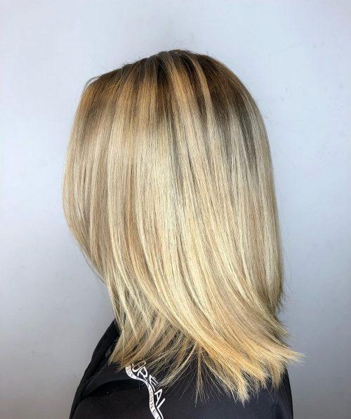 Blond doré avec racines ombrées blondes