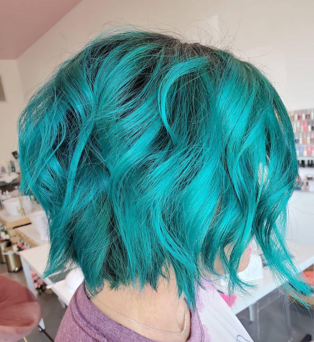 Cheveux courts sarcelle
