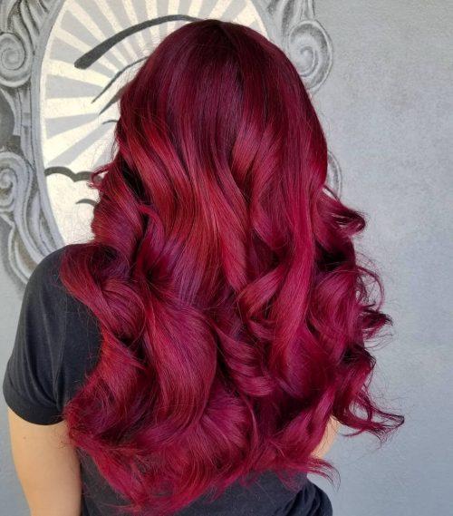 Couleur de cheveux rouge magenta foncé