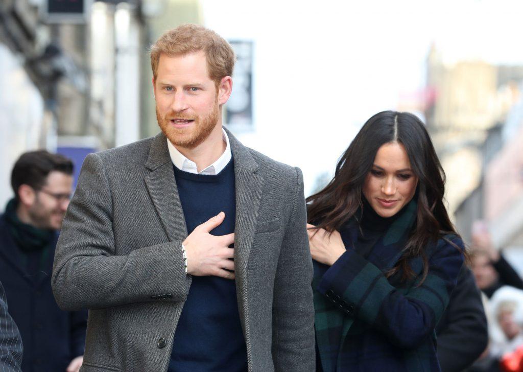 Le prince Harry et Meghan Markle arrivent pour leur visite au Social Bite le 13 février 2018 à Édimbourg, en Écosse.