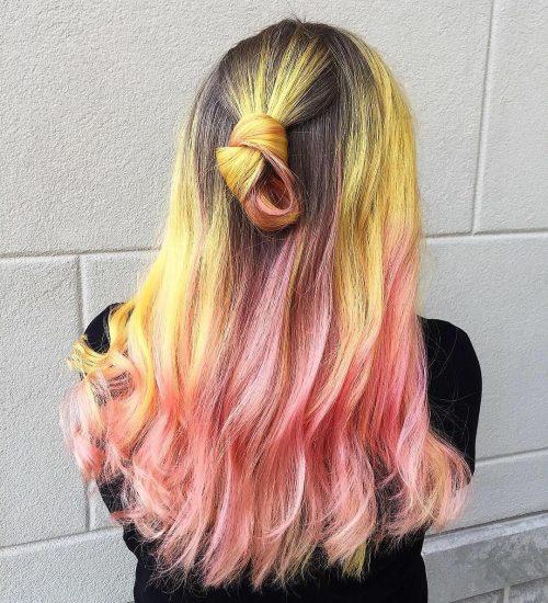Couleur de cheveux rose et jaune