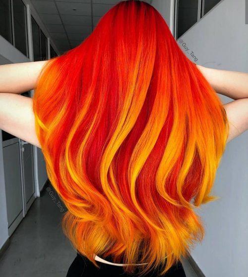 Cheveux roux avec des mèches jaunes