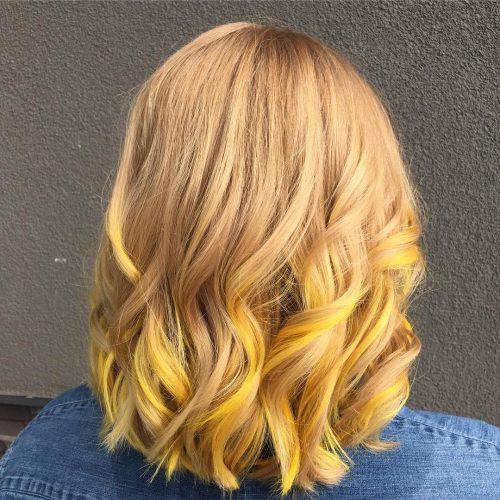 Cheveux blonds jaunes ensoleillés