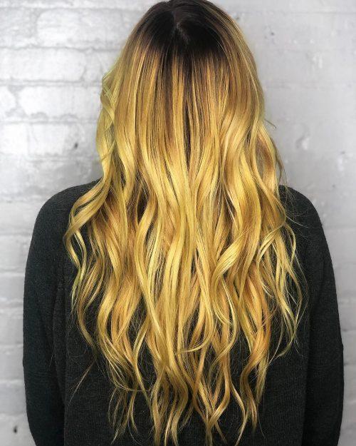 Couleur de cheveux jaune vif