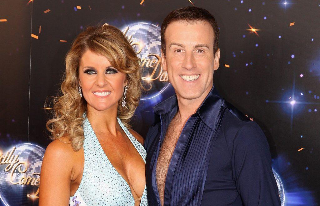 Les danseurs professionnels Anton Du Beke (R) et Erin Boag arrivent au lancement presse de Strictly Come Dancing 2011 au BBC Television Centre le 7 septembre 2011 à Londres, Angleterre.