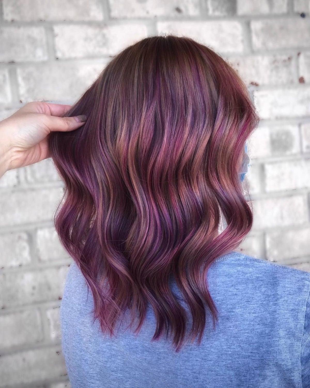 Couleur de cheveux magenta plum
