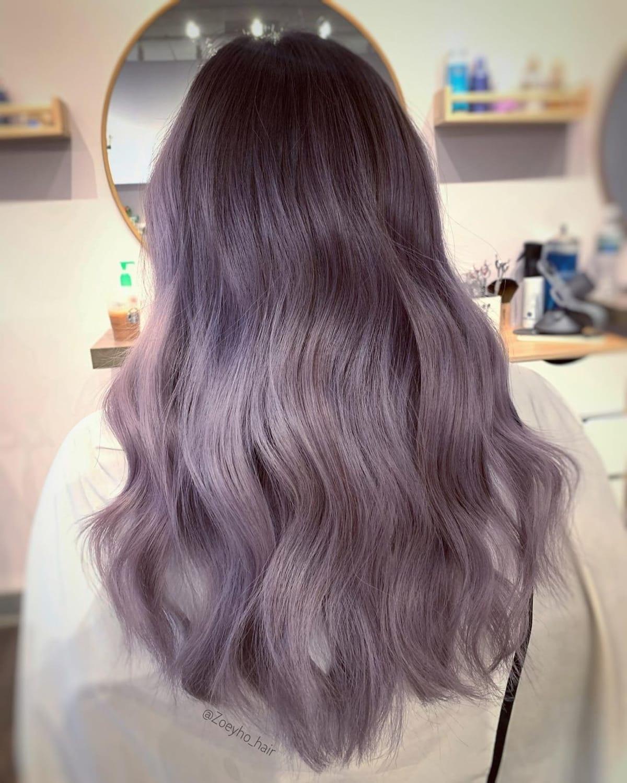 Cheveux gris prune cendrés