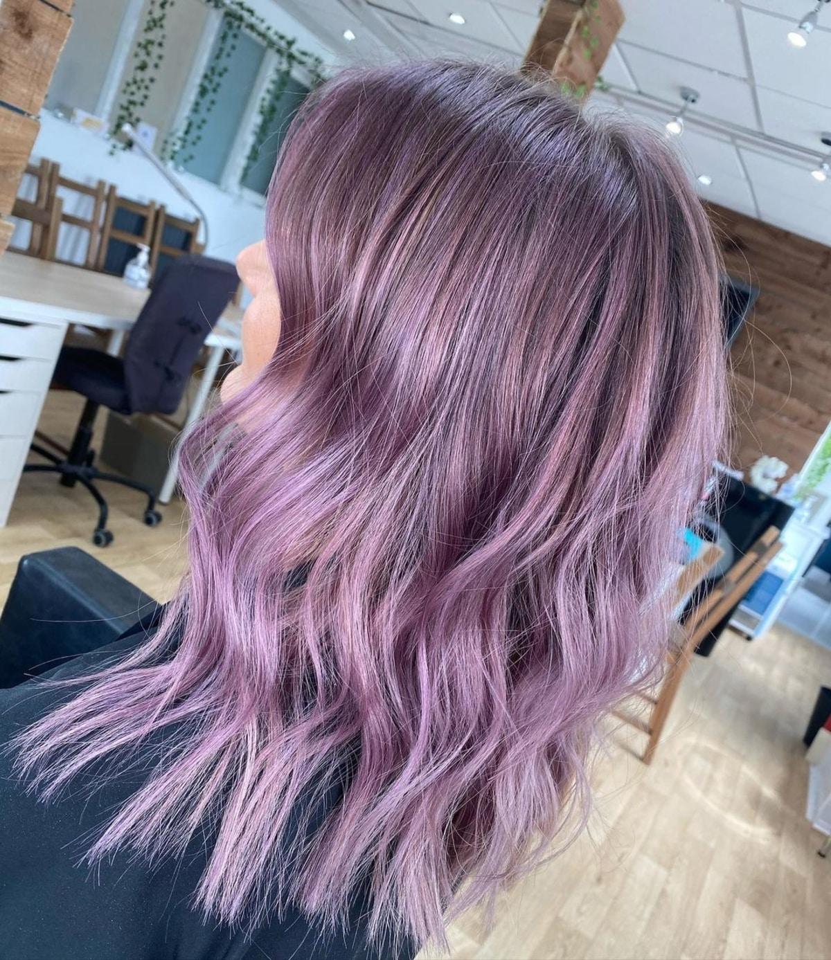Cheveux de prune lavande