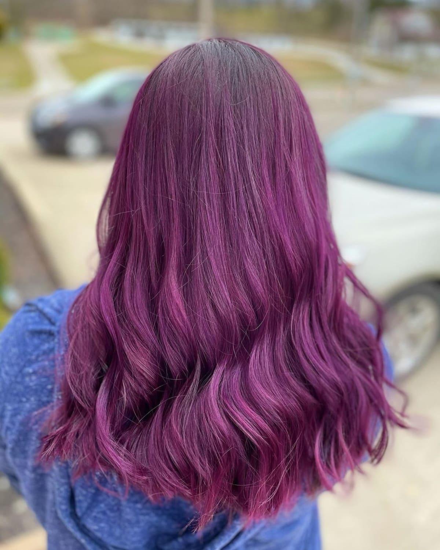 Couleur de cheveux prune électrique