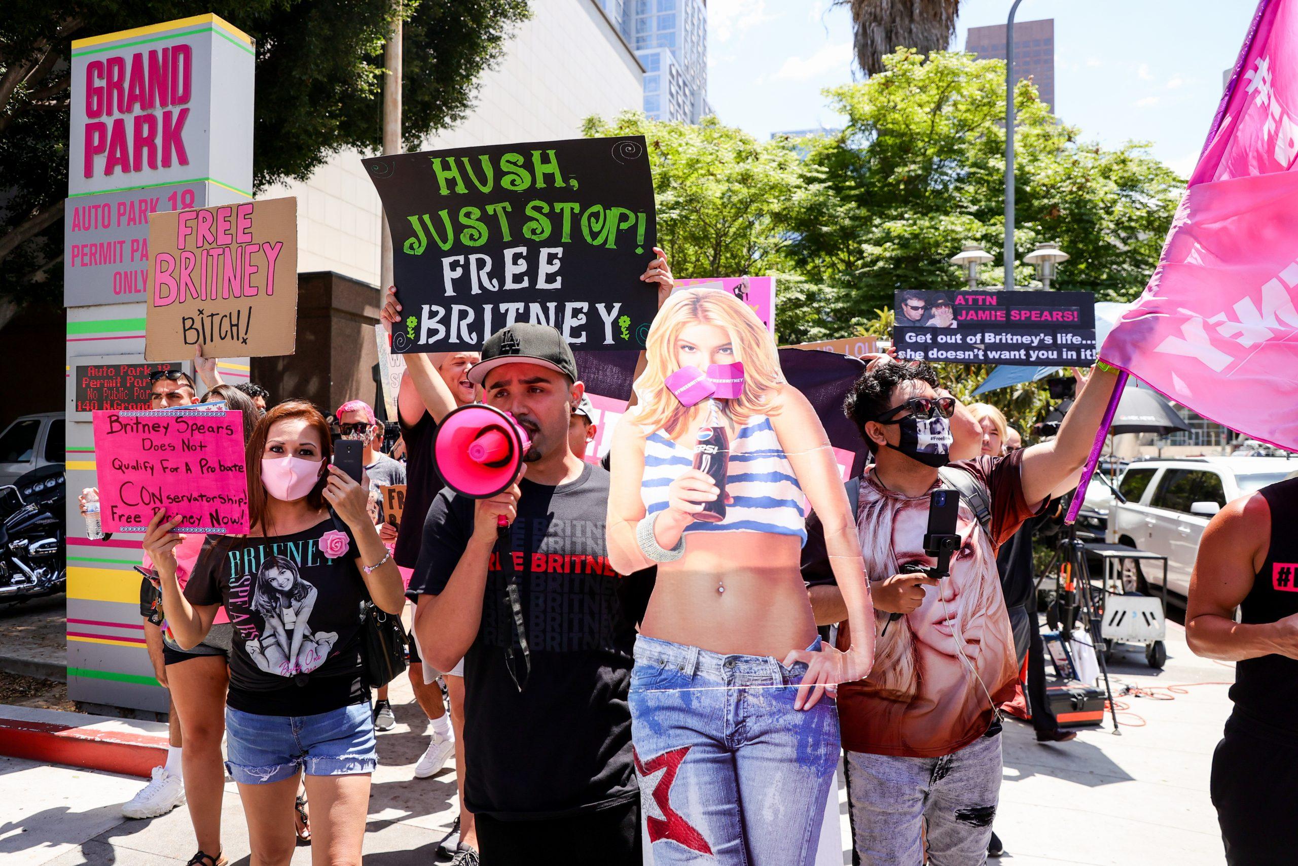 Des manifestants #FreeBritney devant un tribunal de Los Angeles.