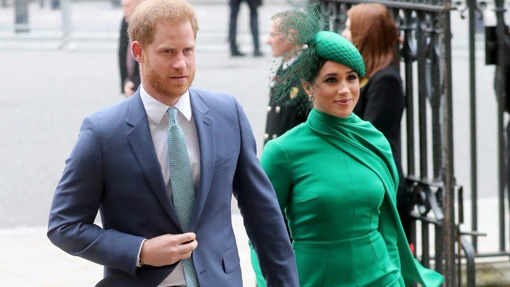 Le prince Harry, duc de Sussex, et Meghan, duchesse de Sussex, rencontrent des enfants alors qu'ils assistent au Commonwealth Day Service 2020 le 09 mars 2020 à Londres, en Angleterre.