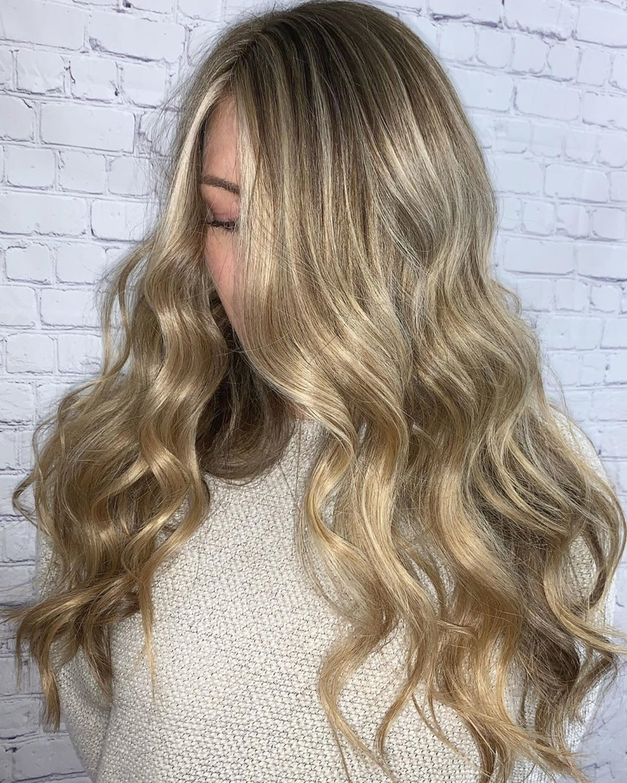 Blonde sablonneuse chaude