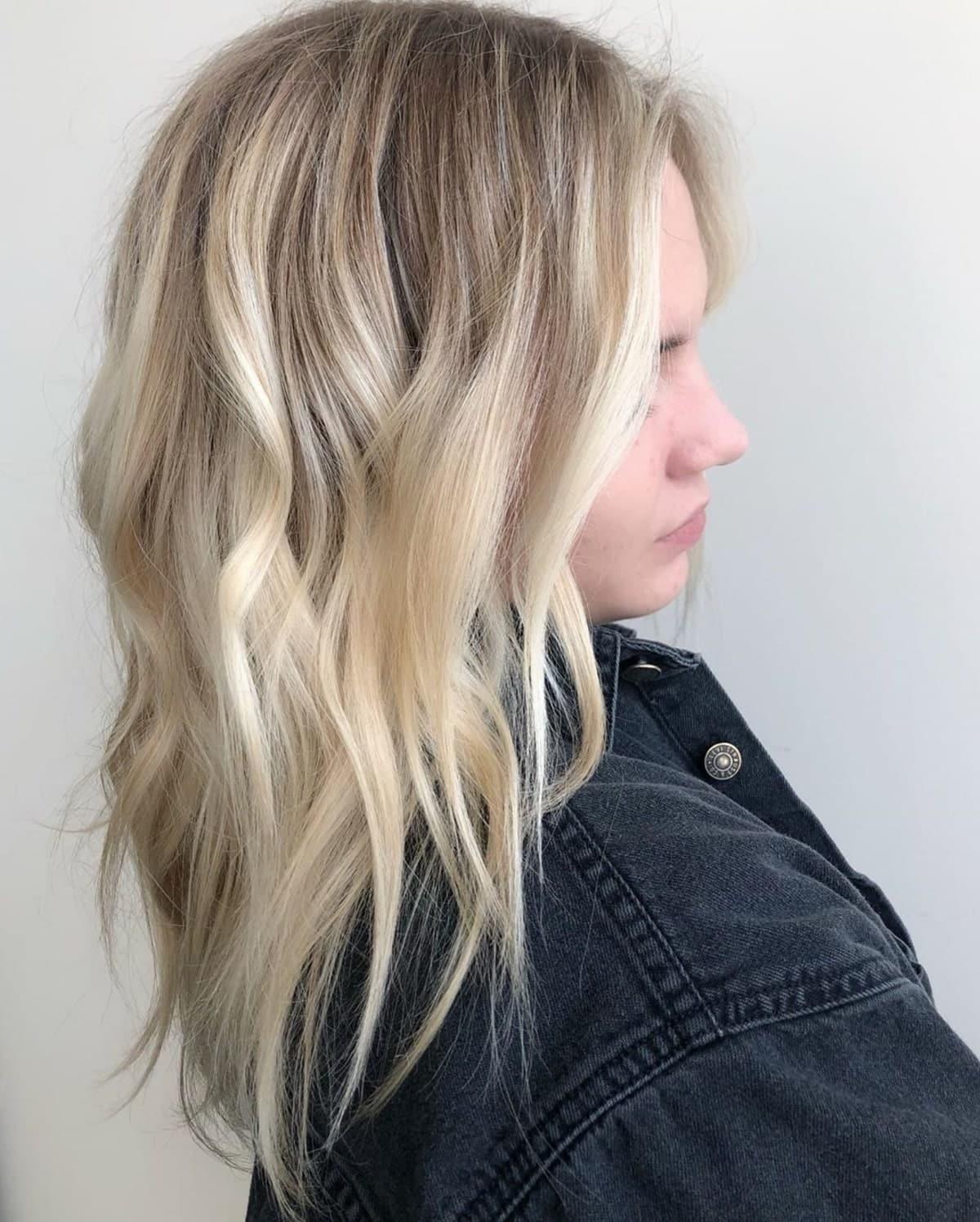 Couleur blond sable clair