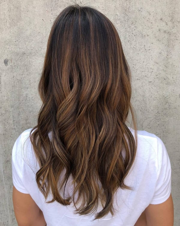 brun caramel sableux avec des reflets blonds