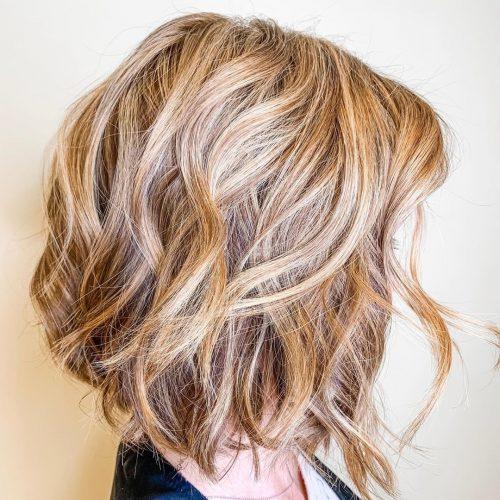 bob cheveux courts ondulés