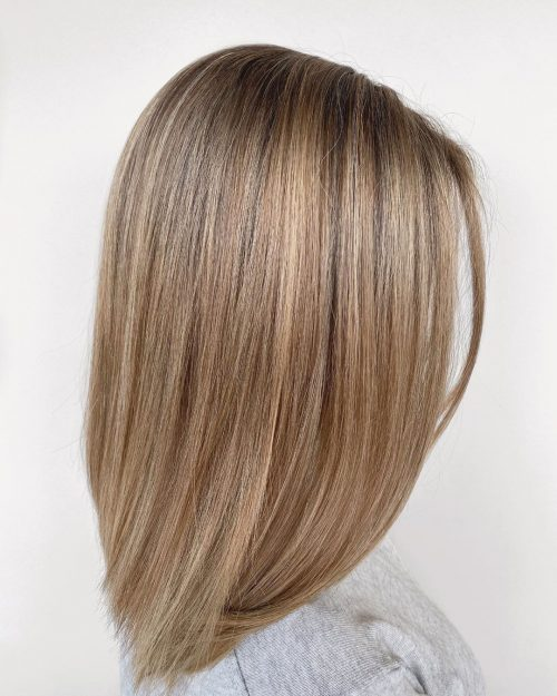 Blond miel sur cheveux mi-longs