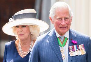 Le Prince de Galles et la Duchesse de Cornouailles reçoivent le Président Macron pour commémorer l'appel du discours du 18 juin de Charles De Gaulle.
