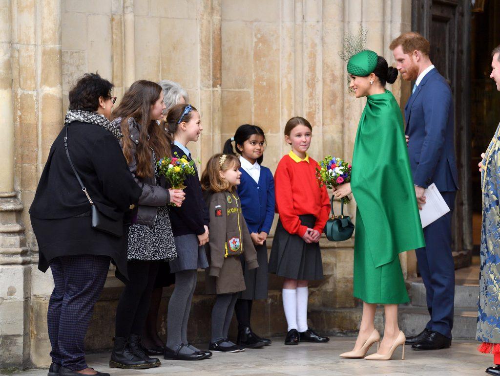 Le prince Harry, duc de Sussex, et Meghan, duchesse de Sussex, partent après avoir assisté au Commonwealth Day Service 2020 à l'abbaye de Westminster, le 9 mars 2020 à Londres, en Angleterre.