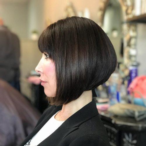 Coupe de cheveux en coin avec franges