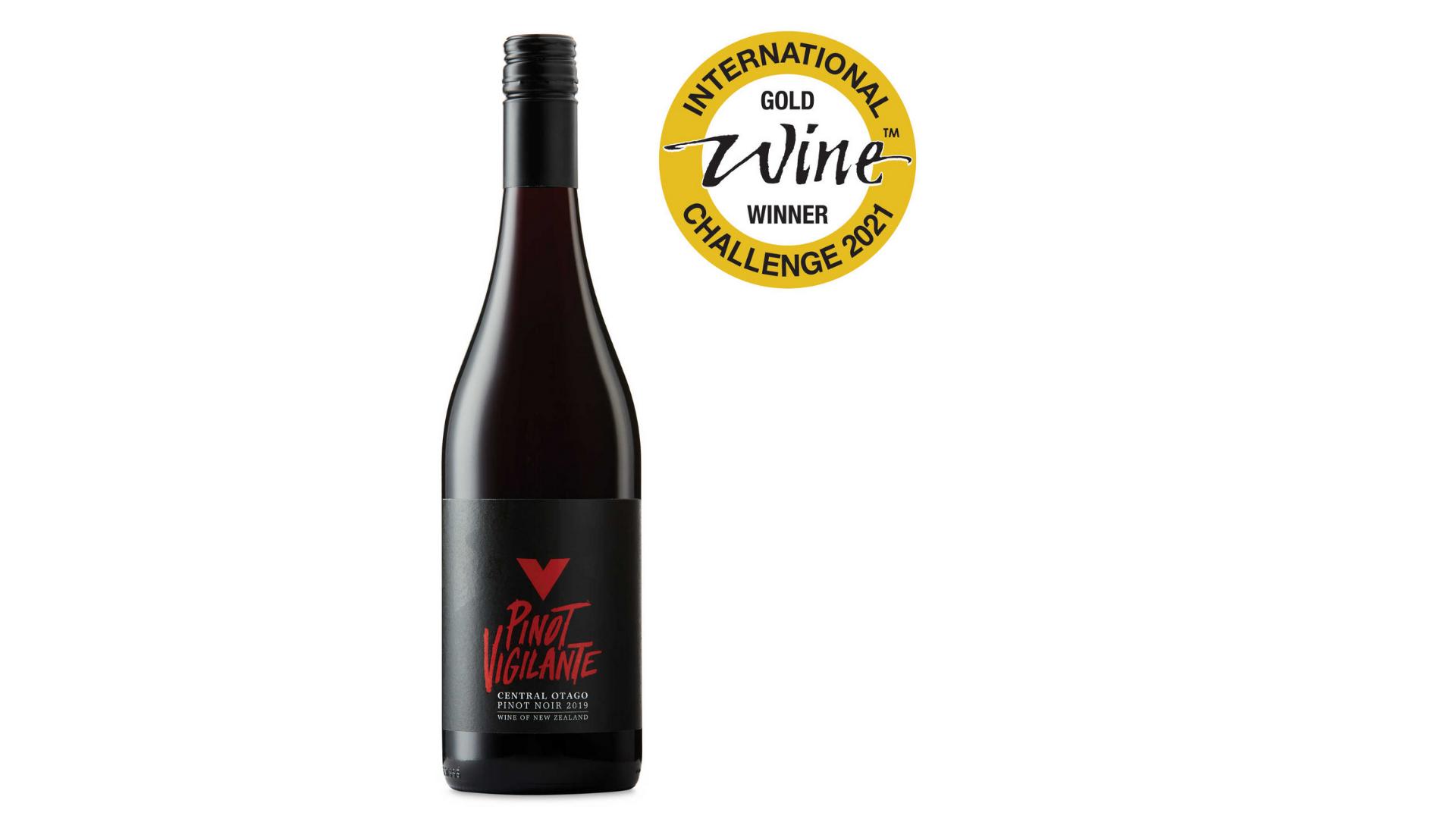 une bouteille d'un vin aldi primé - Pinot vigilant