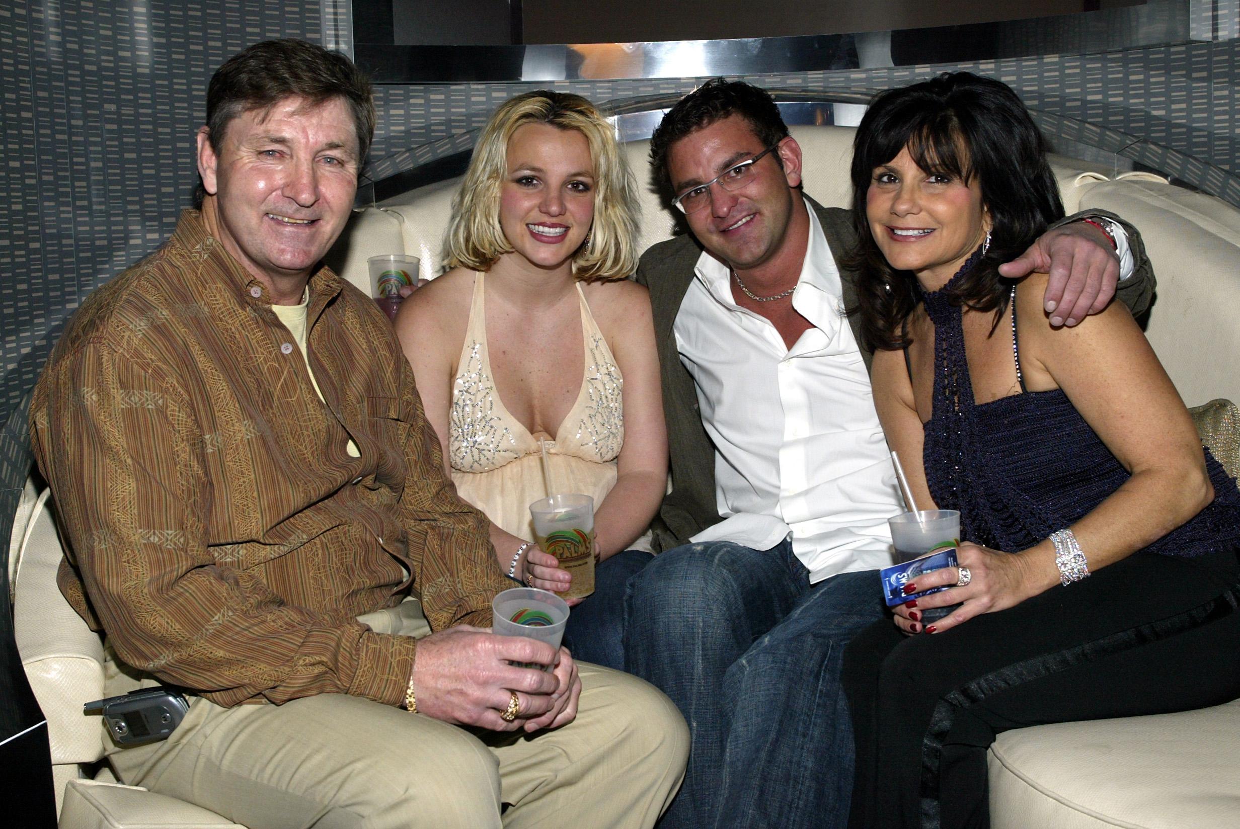 Britney Spears avec son père Jamie Spears et sa mère Lynn.