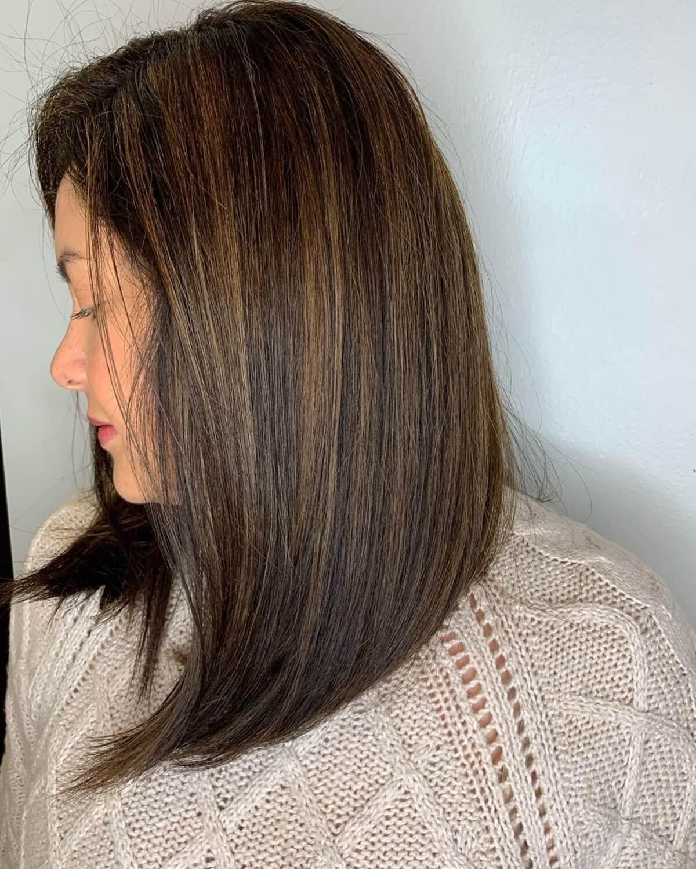 balayage caramel sur cheveux raides, brun expresso foncé