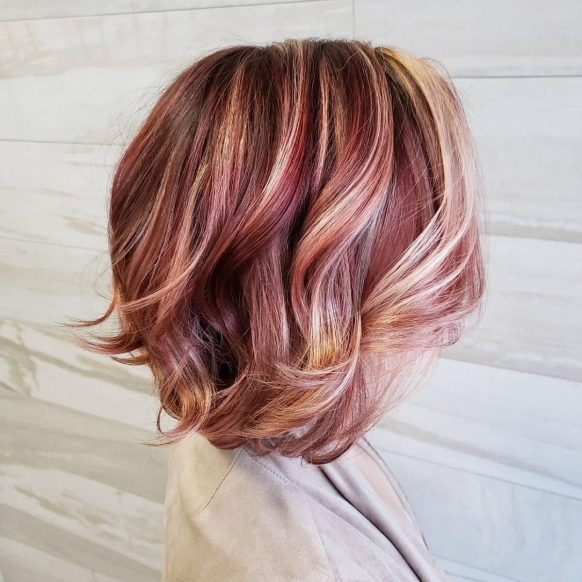 cheveux roux avec des reflets blonds clairs