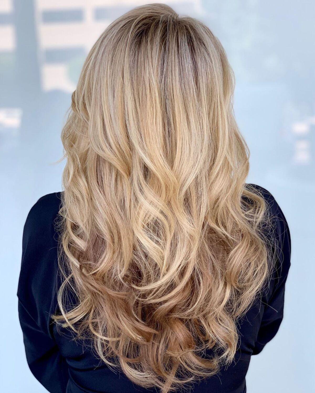 cheveux châtain clair avec des reflets blond très clair