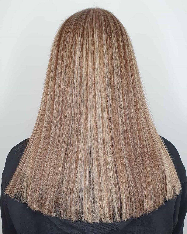 Brun clair avec des mèches blond cendré clair