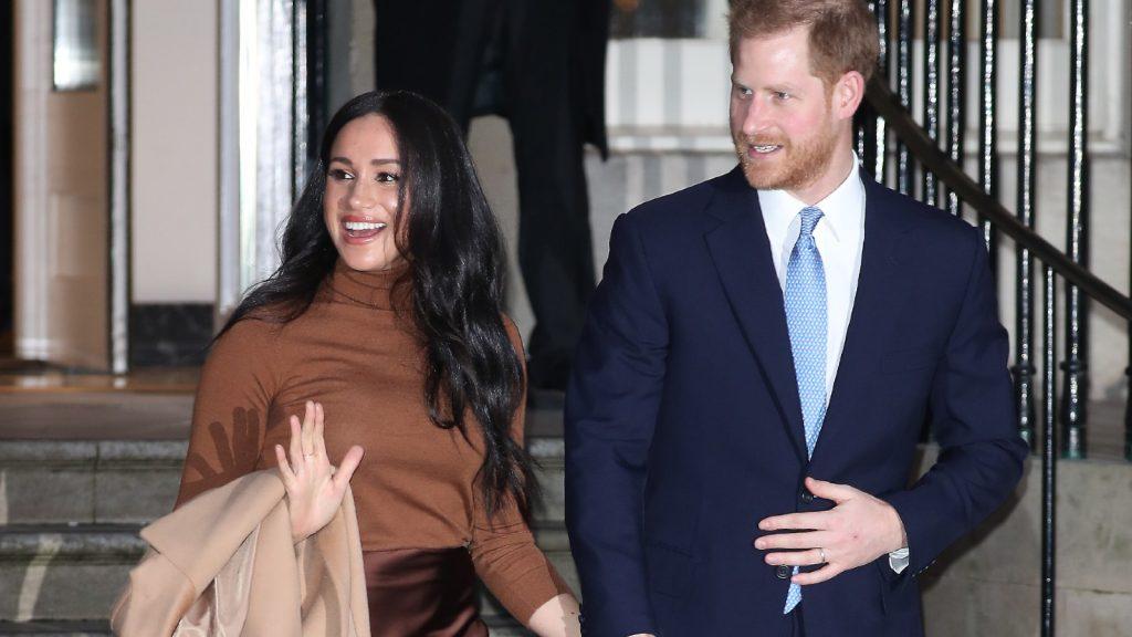 Le prince Harry, duc de Sussex, et Meghan, duchesse de Sussex, quittent la Maison du Canada le 7 janvier 2020 à Londres, en Angleterre.