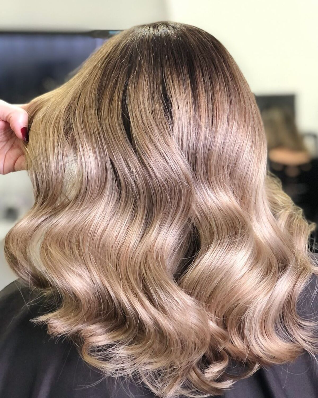 Cheveux blond champagne foncé