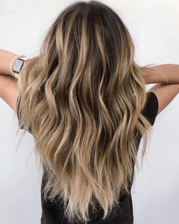 Blond champagne sur cheveux châtain foncé