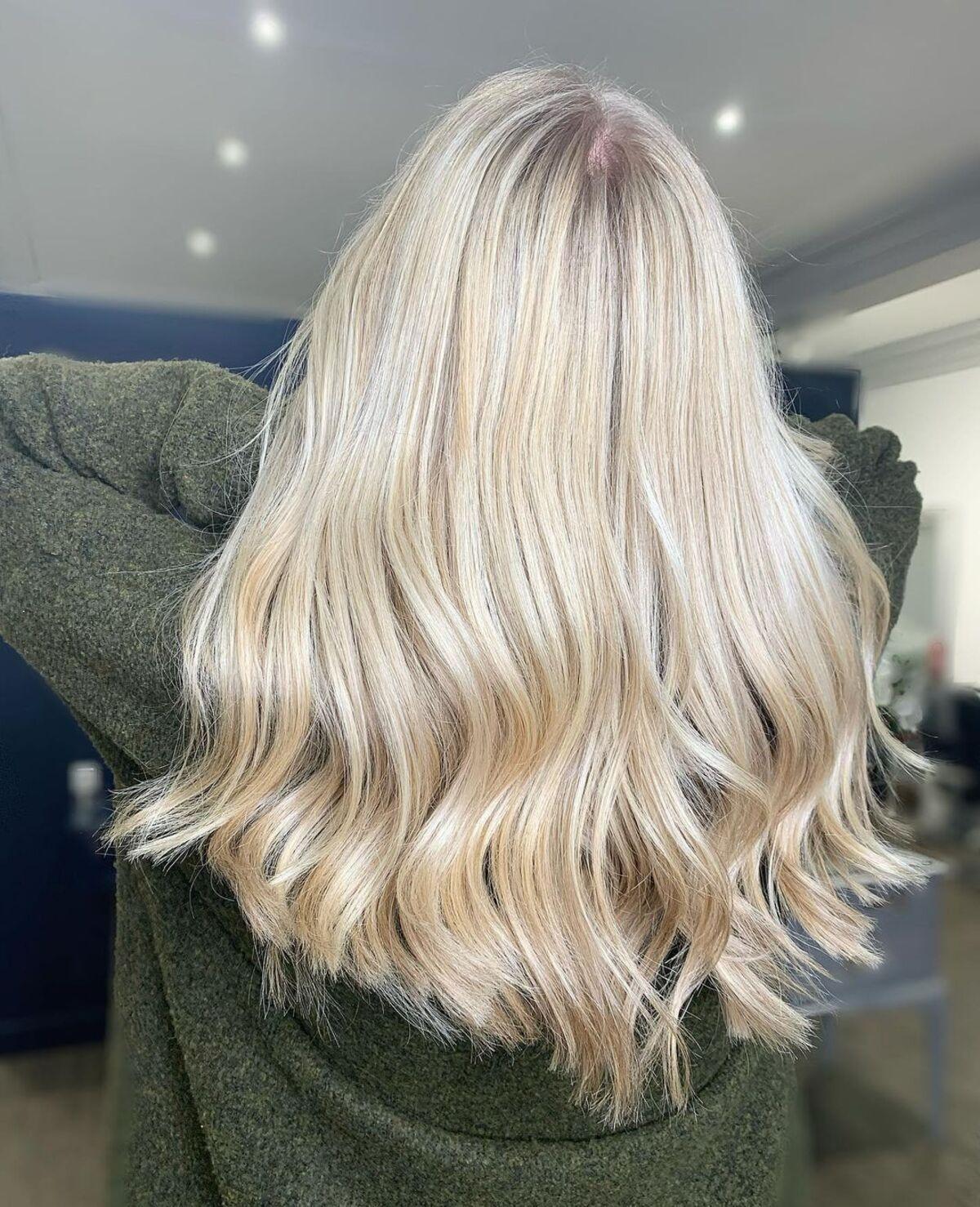 Couleur de cheveux blond champagne clair