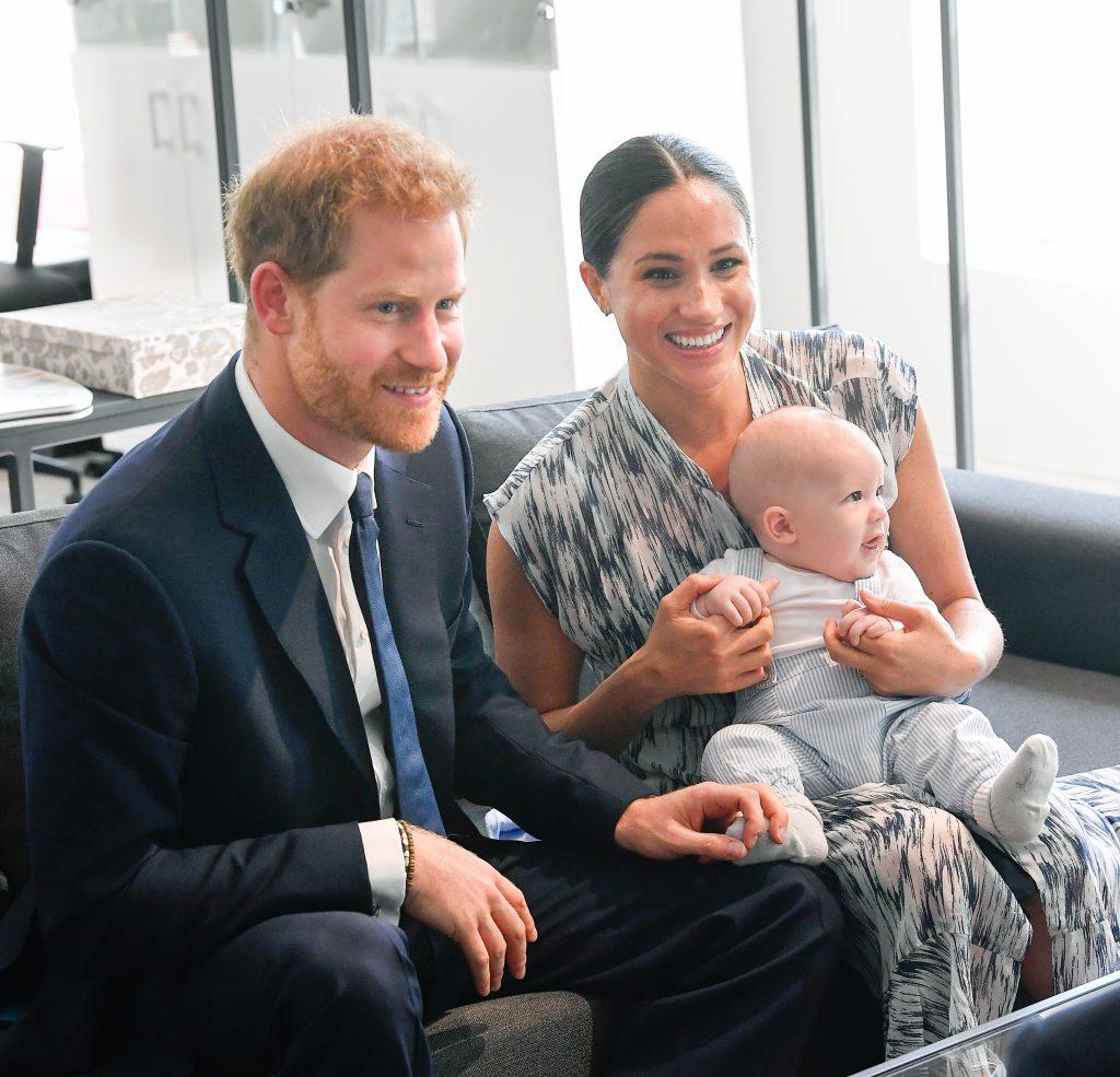 Le prince Harry, duc de Sussex, Meghan, duchesse de Sussex et leur petit garçon Archie Mountbatten-Windsor rencontrent l'archevêque Desmond Tutu et sa fille Thandeka Tutu-Gxashe.