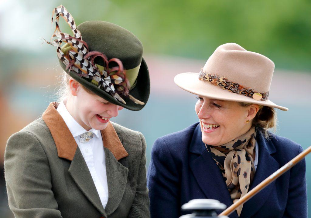 Lady Louise Windsor et Sophie, comtesse de Wessex, vues en train de faire de l'attelage alors qu'elles participent à The Champagne Laurent-Perrier Meet of the British Driving Society au cinquième jour du Royal Windsor Horse Show à Home Park le 13 mai 2018.