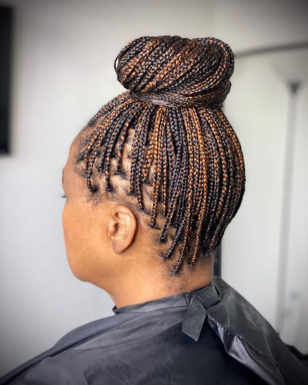 Chignon de tresses en boîte pour cheveux naturels