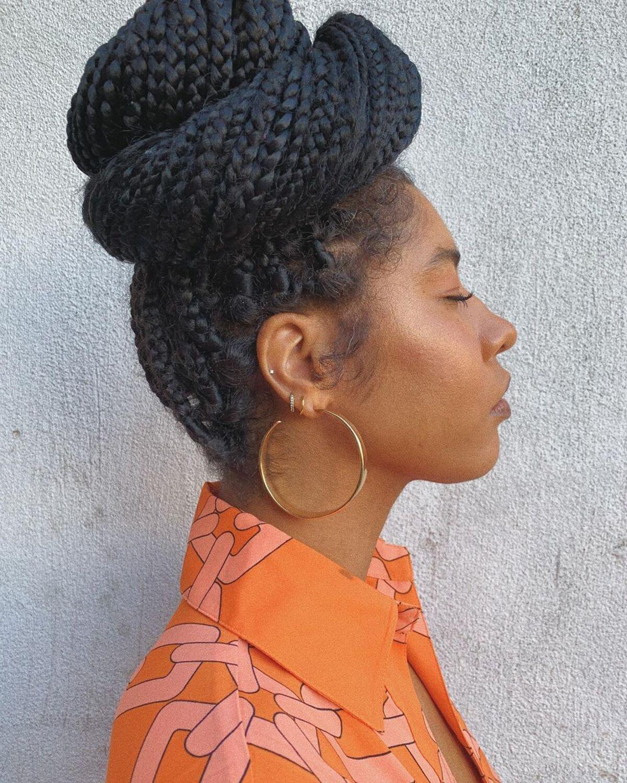 coiffure chignon tressé pour cheveux noirs