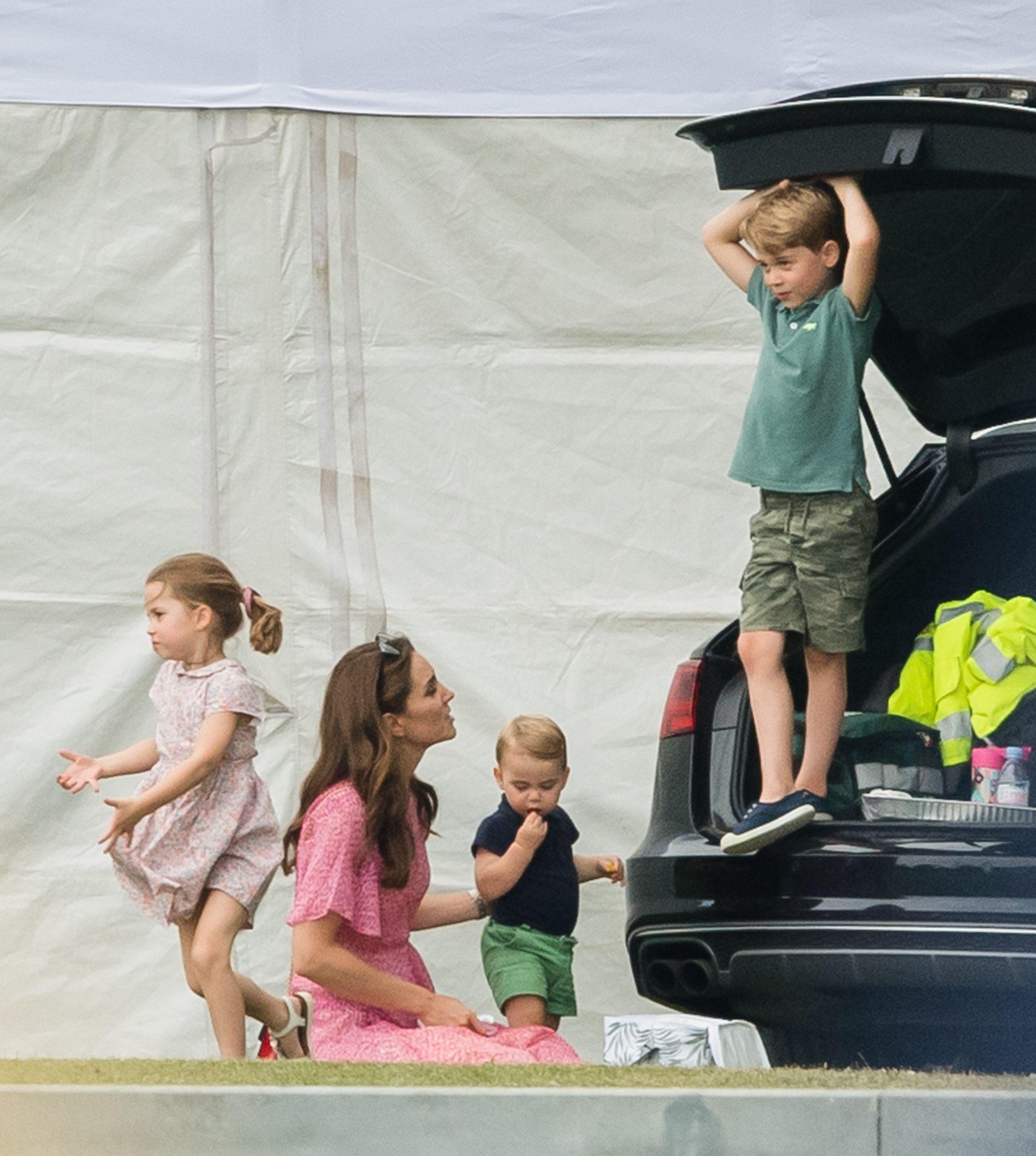 Princesse Charlotte, Prince George, Kate Middleton et Prince Louis