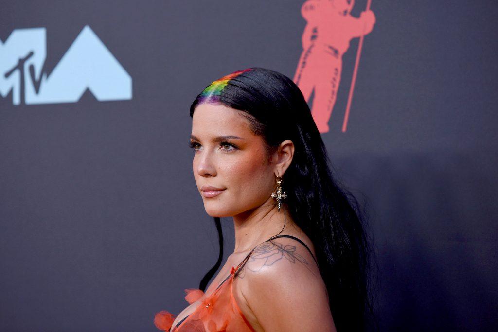 Halsey assiste aux MTV Video Music Awards 2019 au Prudential Center le 26 août 2019 à Newark, dans le New Jersey.