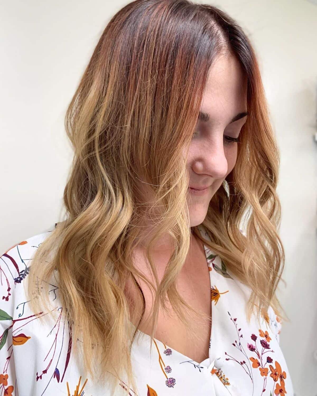 Ombre ondulée du brun cuivré au blond doré