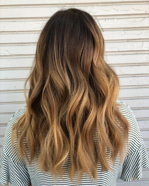 Coiffure ombre brun chaud à blond foncé