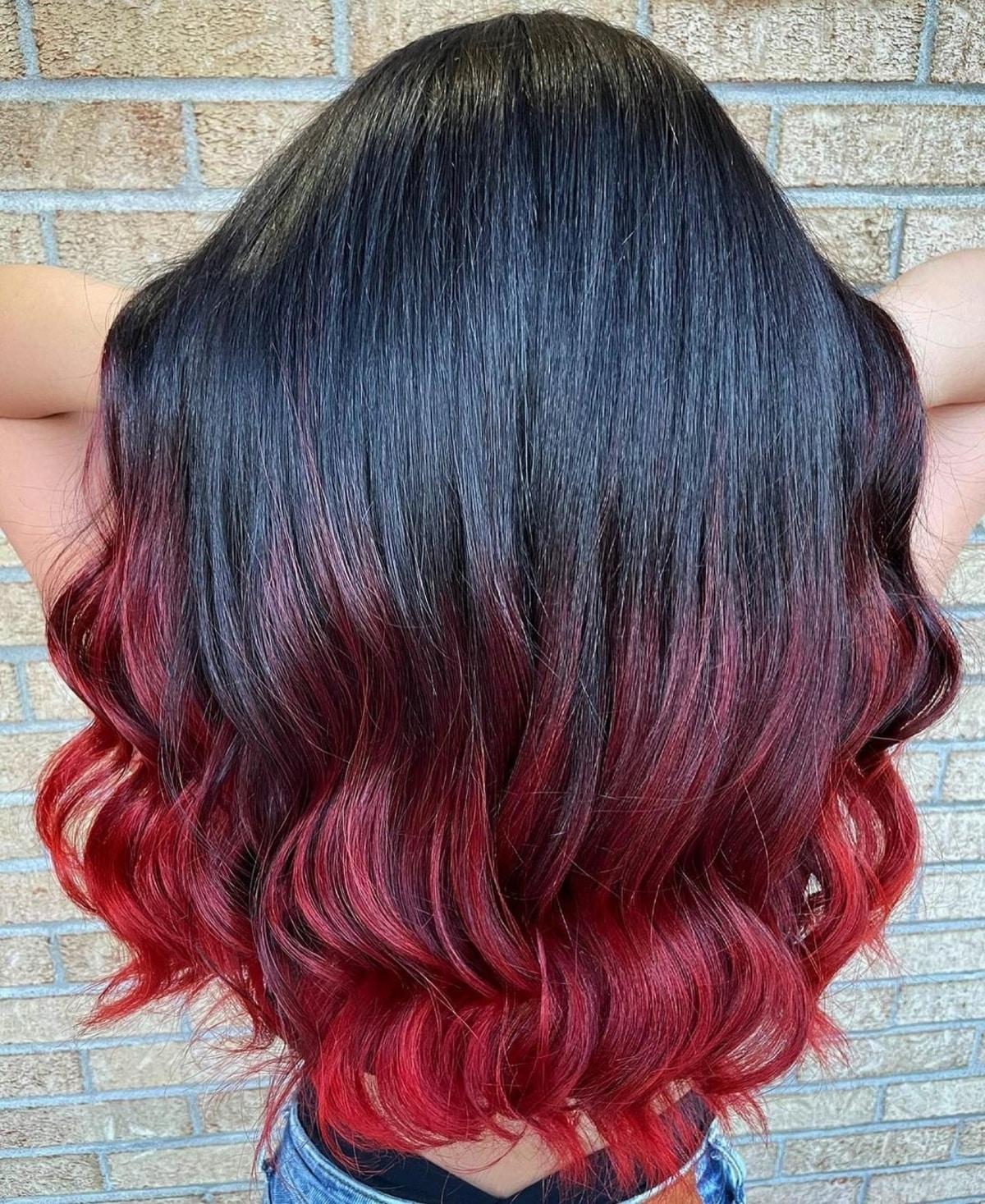 Ombre noir et rouge vif pour cheveux longs