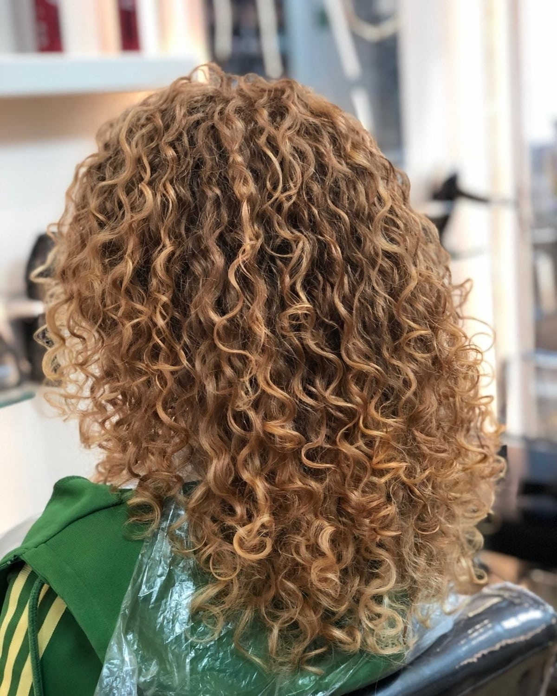 Rouge et blond sur boucles naturelles