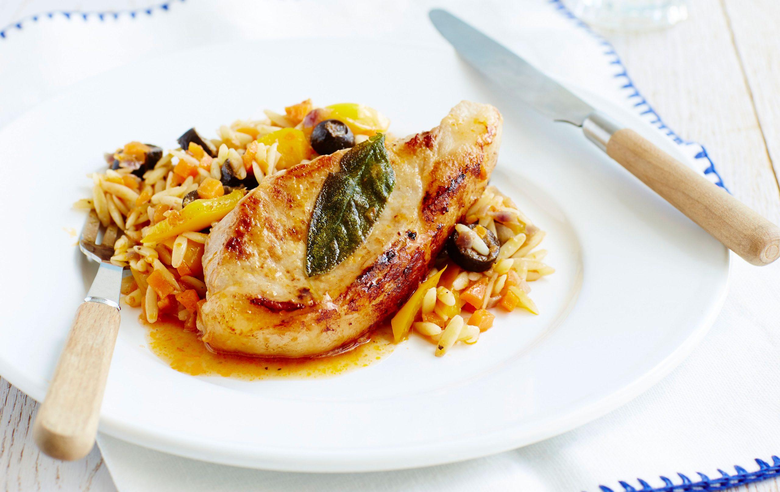 Côtelette de porc à la sauge avec pâtes aux légumes, repas hypocaloriques