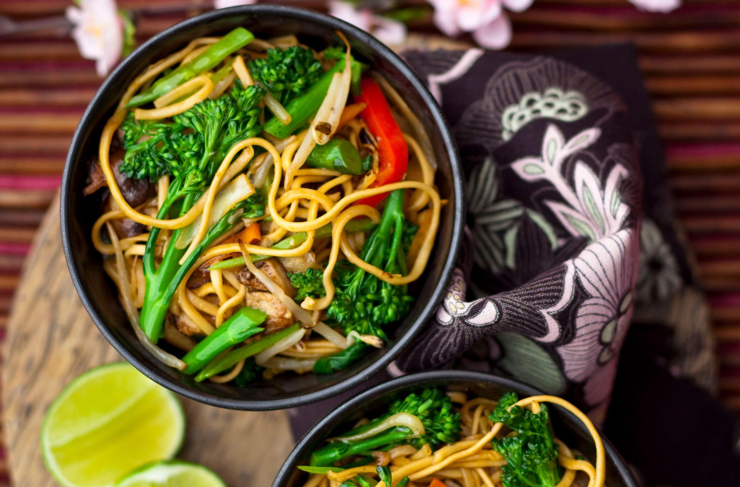 Chow mein aux légumes chinois
