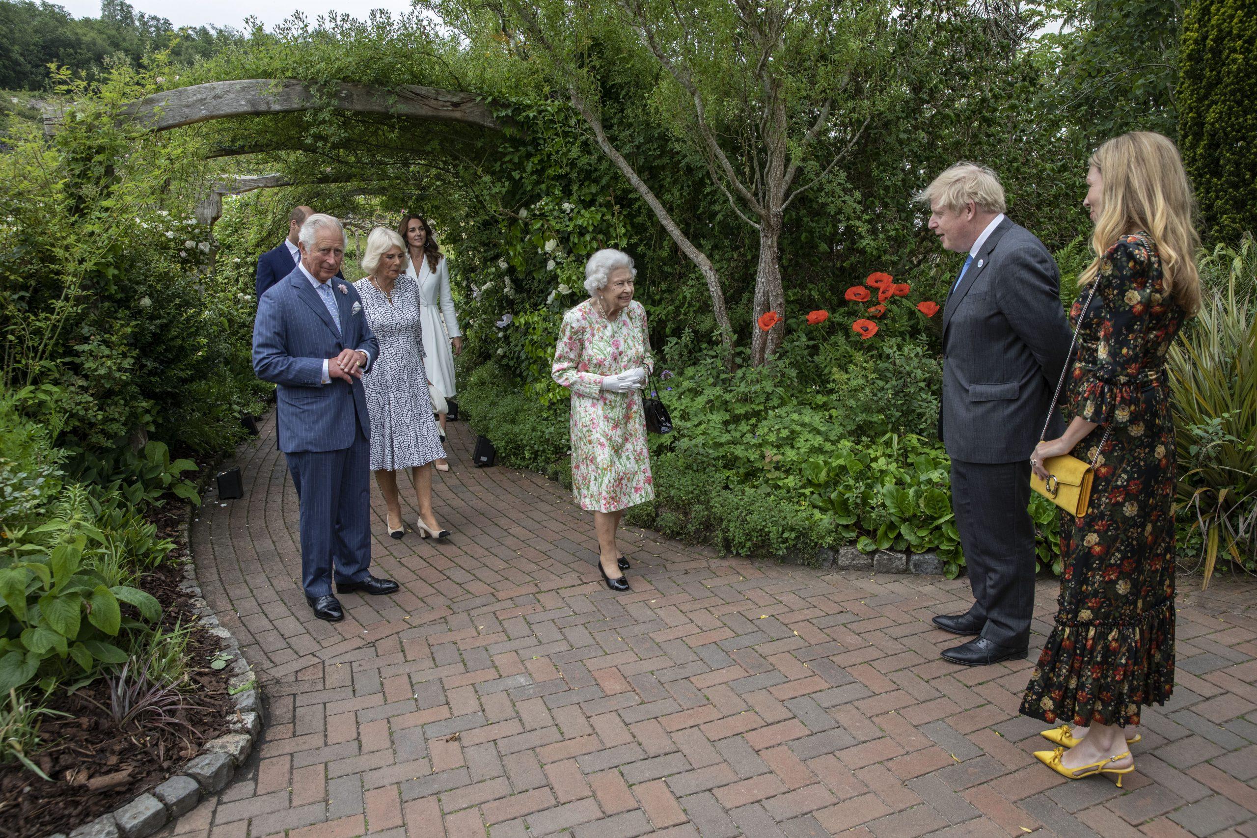 La Reine, le Prince Charles, Camilla, Boris Johnson et Carrie Symmonds.