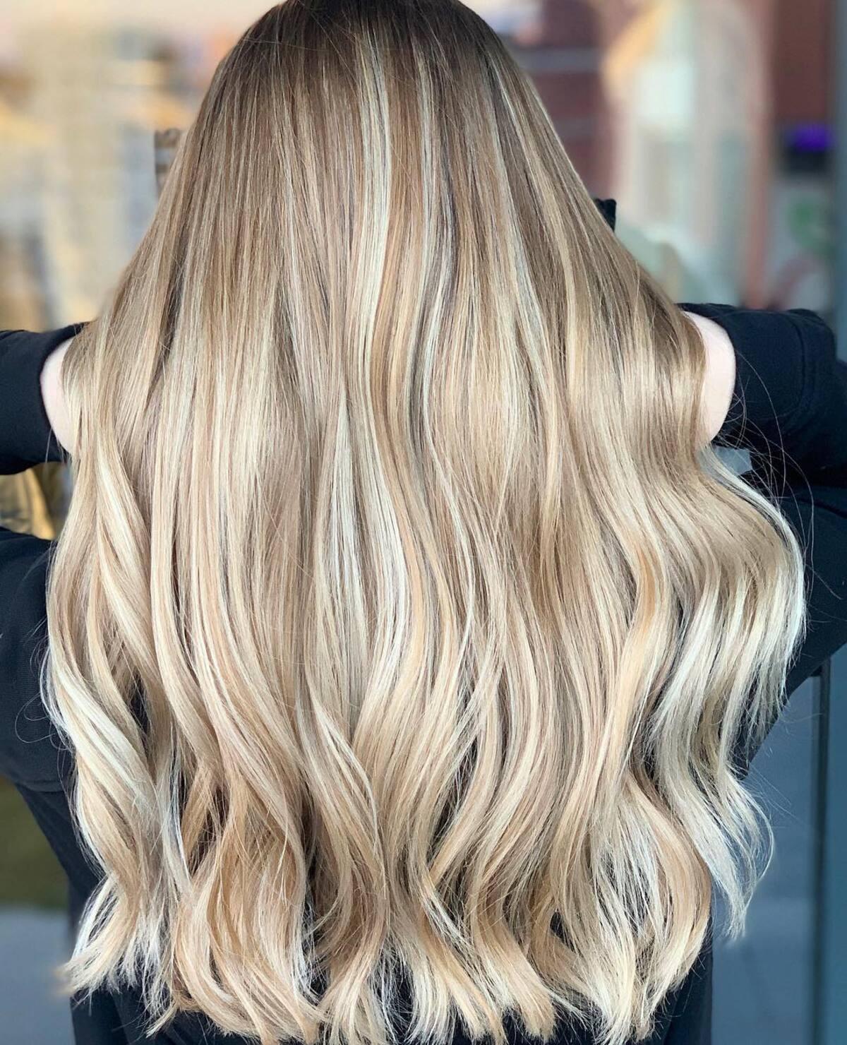 blond miel avec des reflets blond clair