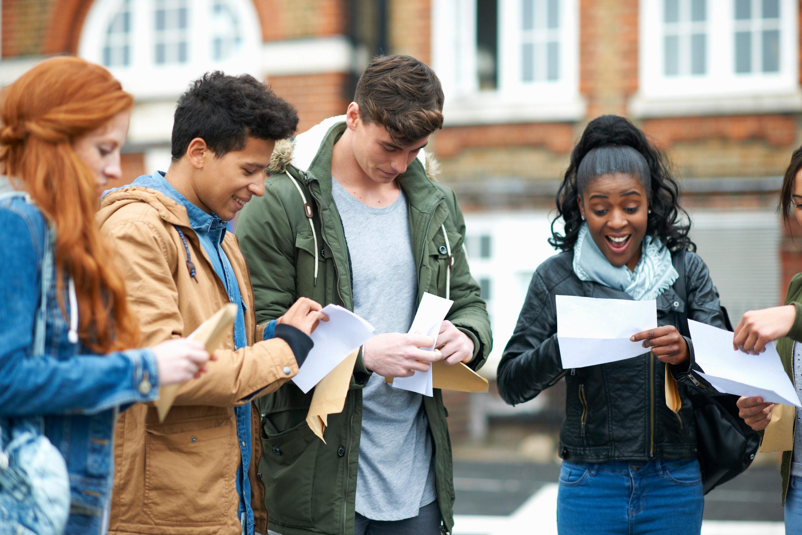 Étudiants le jour des résultats du baccalauréat 2021