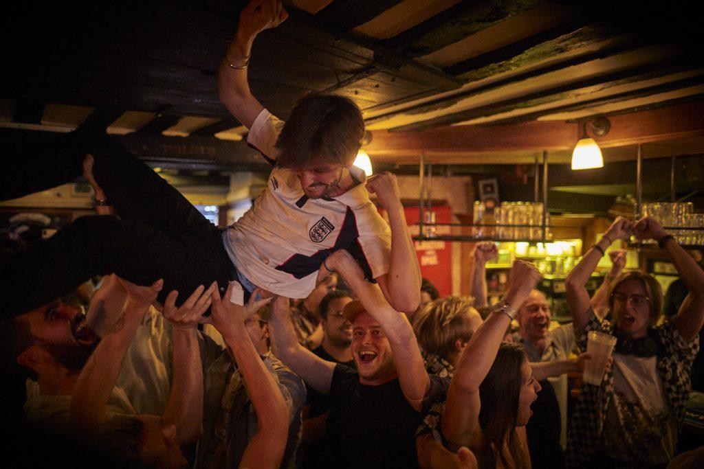 Les supporters fêtent l'Euro 2020